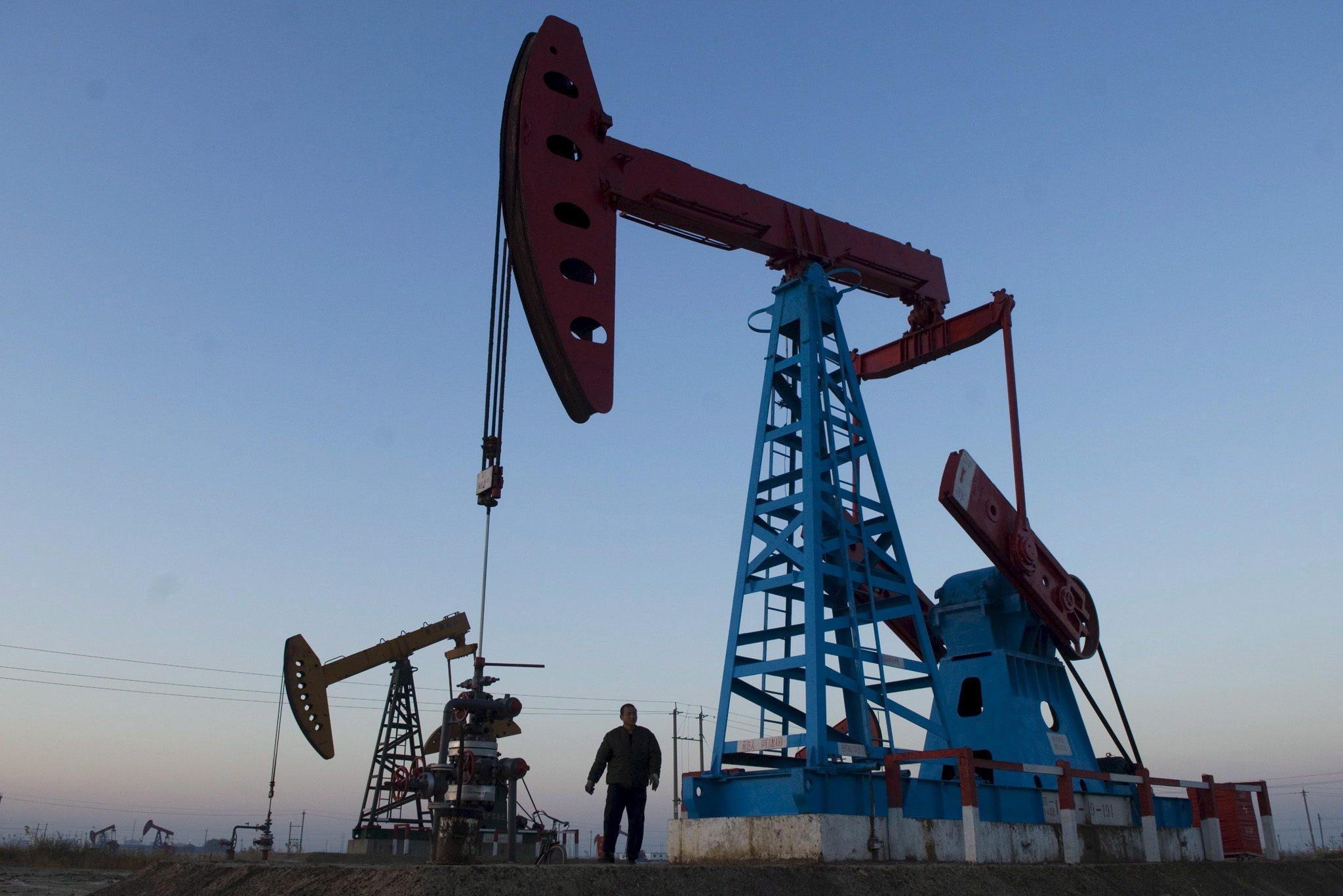 Receita angolana com a venda de petróleo cai 30% em fevereiro para 617 MEuro