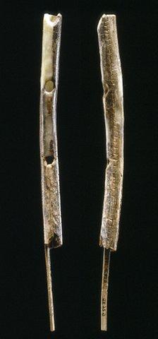 Uma das flautas encontradas é feita de marfim de mamute.