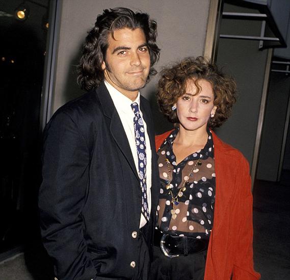 """A atriz Talia Balsam é a única mulher que, até hoje, pode gabar-se de ter levado Clooney ao altar. Casaram-se oficialmente em Las Vegas em 1989 e divorciaram-se quatro anos depois. Hoje, Talia está casada com o ator John Slattery (o famoso Roger Sterling de """"Mad Men""""), com quem tem um filho."""