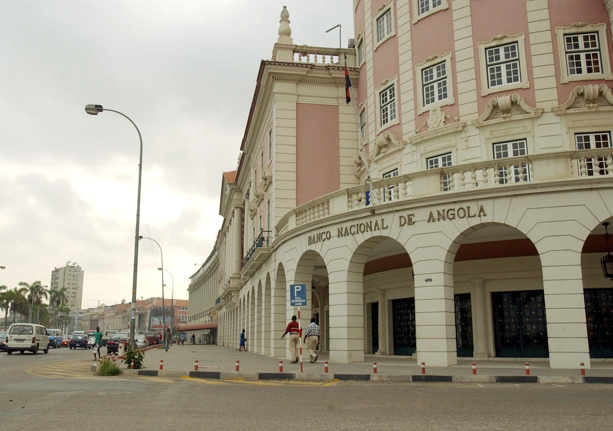 Angola precisa de 19,6 mil MEuro dos bancos e fundos nacionais para financiar Orçamento de 2017