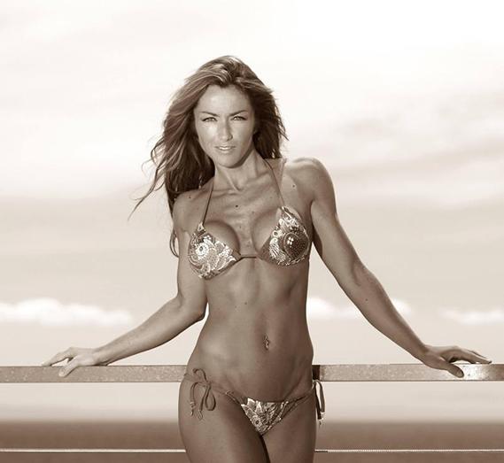 """Que saudades da praia!"", desabafou Raquel Henriques, que foi buscar esta foto ao álbum de recordações."