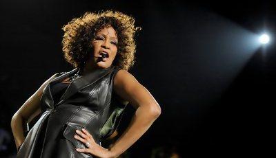 Whitney Houston vai ser lembrada em álbum e em concerto com holograma