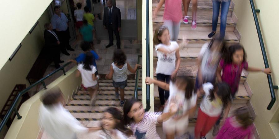 Ano letivo arranca com menos mil funcionários nas escolas