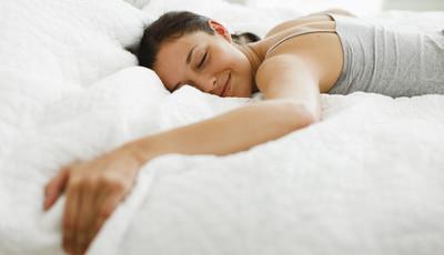 Estes 16 sinais indicam que anda a dormir pouco