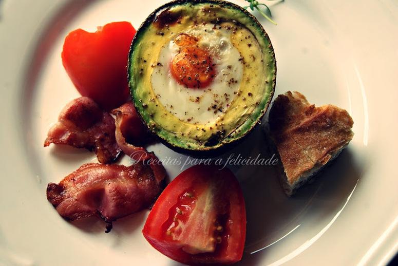Abacate no forno com ovos
