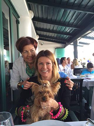 """Isabel Angelino: """"Almoço com a minha mãe e com a minha 'filhota' de 4 patas...""""."""