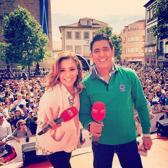 """""""Que enchente em Barcelos!"""", partilhou Rita Ferro Rodrigues, que ontem apresentou """"Portugal em Festa"""", da SIC, ao lado de José Figueiras."""