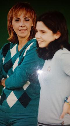 """Sara Norte recordou a mãe, Carla Lupi, já falecida: """"Hoje é o teu dia, mãe, e apesar de não estares aqui connosco não há dia que passe em que não me recorde de ti... Tenho tantas saudades. Estejas onde estiveres, amo-te muito, mãe. Muitos beijinhos da tua palmeirinhas""""."""