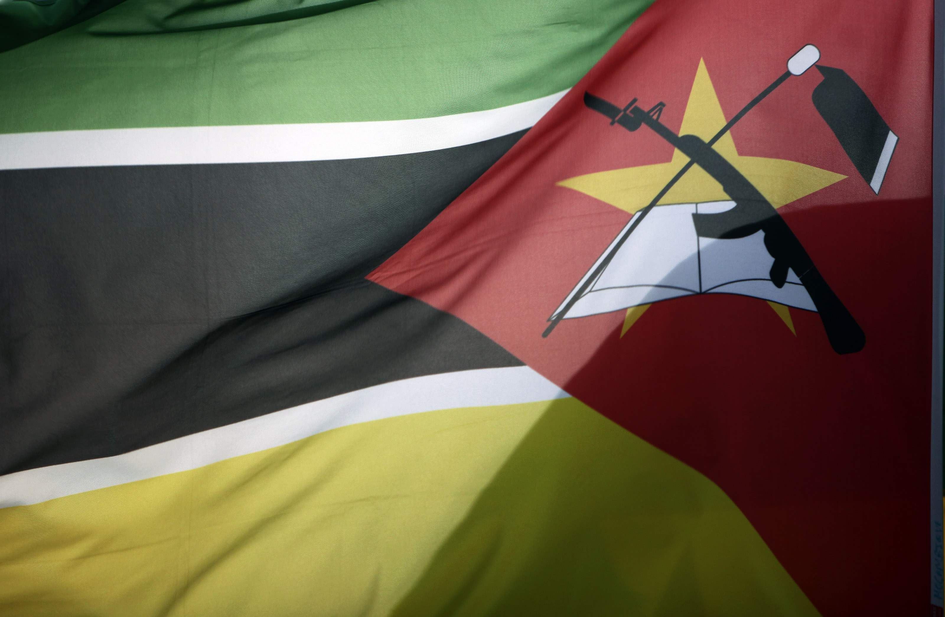"""Comissão parlamentar diz que confrontos """"ensombram"""" investigações sobre vala comum em Moçambique"""
