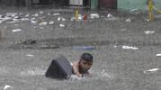 Chuva forte causa inundações em Manila