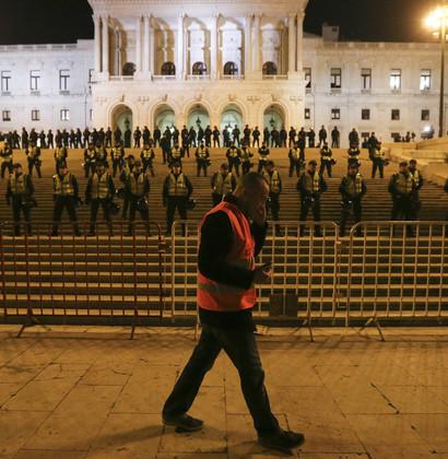 Protesto acontece três meses e meio depois de um outro, registado em Novembro, que ficou marcado pela invasão das escadarias do Parlamento.