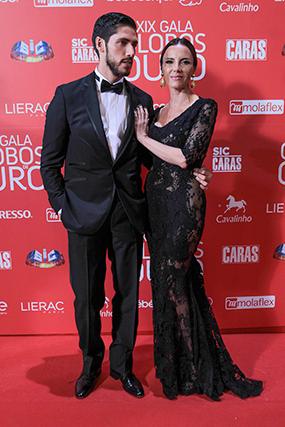 Ângelo Rodrigues e Iva Domingues desfilaram charme e elegância na passadeira vermelha da IIX Gala dos Globos de Ouro, este domingo à noite, no Coliseu de Lisboa.
