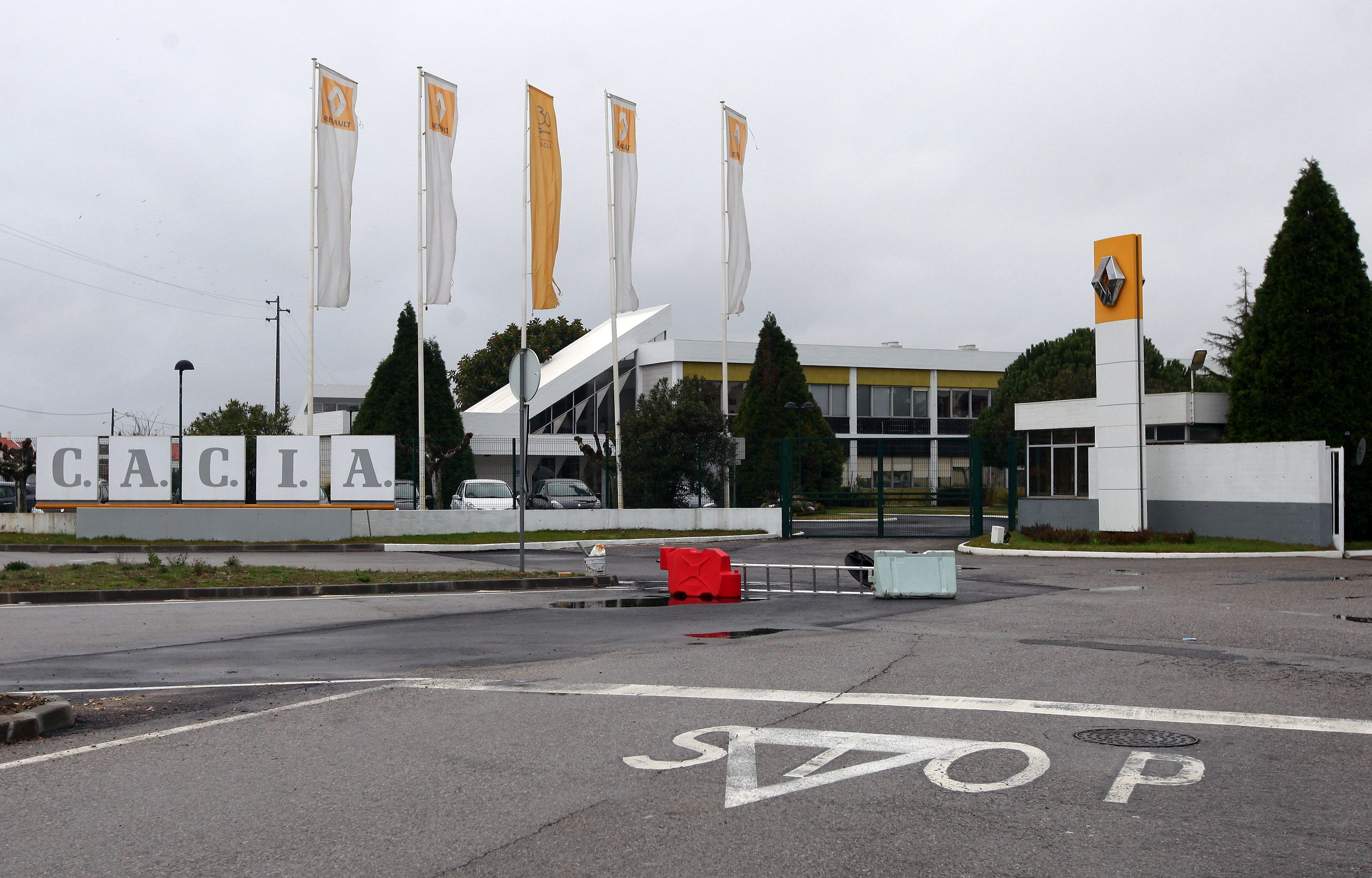 Trabalhadores da Renault Cacia rejeitam cortes, face a resultados da empresa