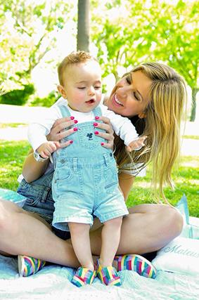 """Ana Garcia Martins, a autora do blogue """"A Pipoca Mais Doce"""", viveu o seu primeiro dia da mãe ao lado do filho, Mateus: """"Feliz dia para todas as mães""""."""