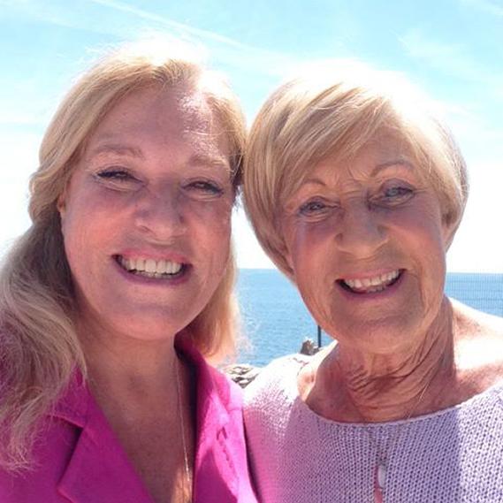 """Teresa Guilherme: """"Um sol lindo para dar alegria a todas as Mães, neste dia que é só delas. Eu amo muito a minha, que tem uns olhos da cor do Mar. Beijinhos, Mãe""""."""