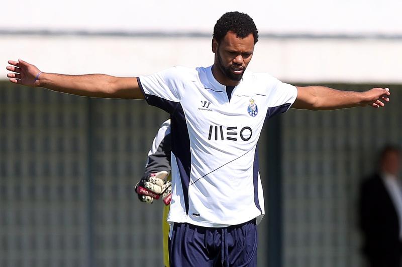 Rolando poderá rumar ao Everton