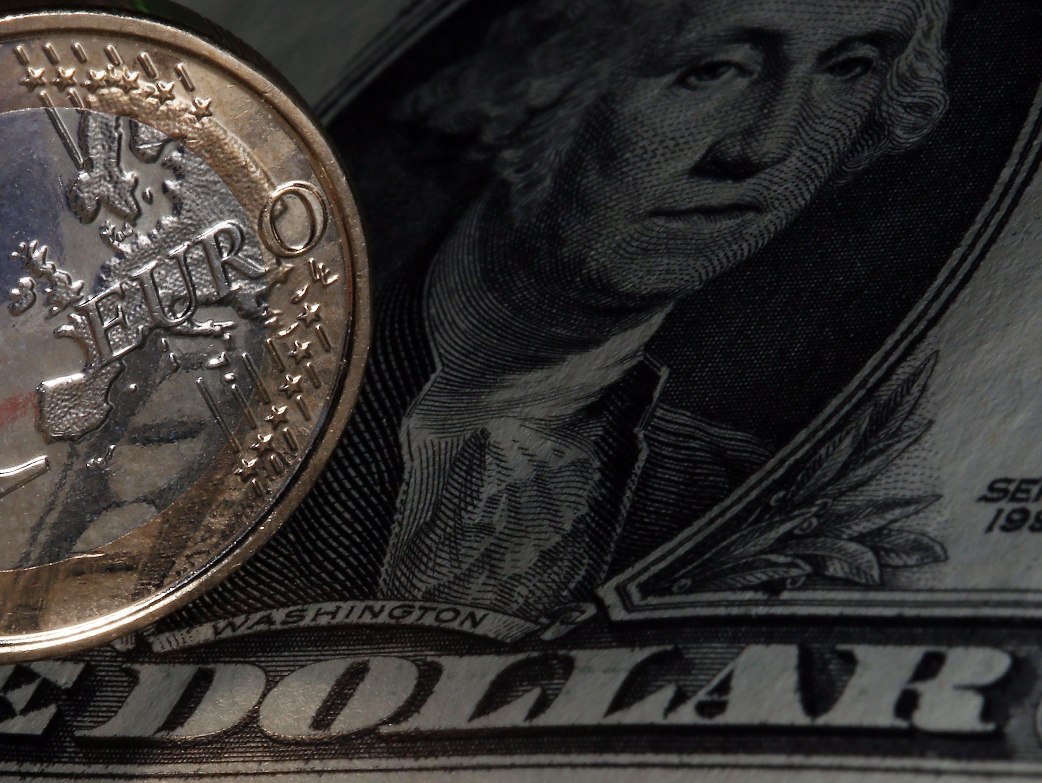 Euro supera barreira dos 1,18 dólares devido à situação política nos EUA