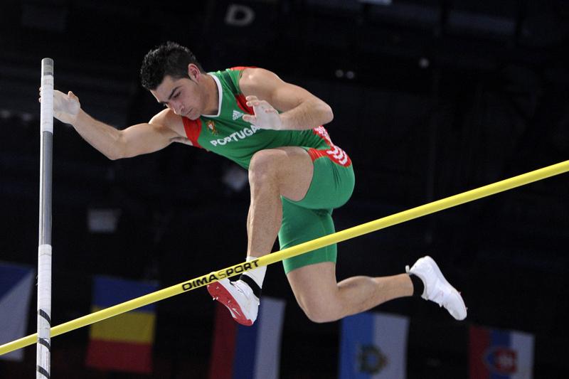 Atletismo: Diogo Ferreira foi o melhor em Madrid, com mínimos A para Europeus na vara